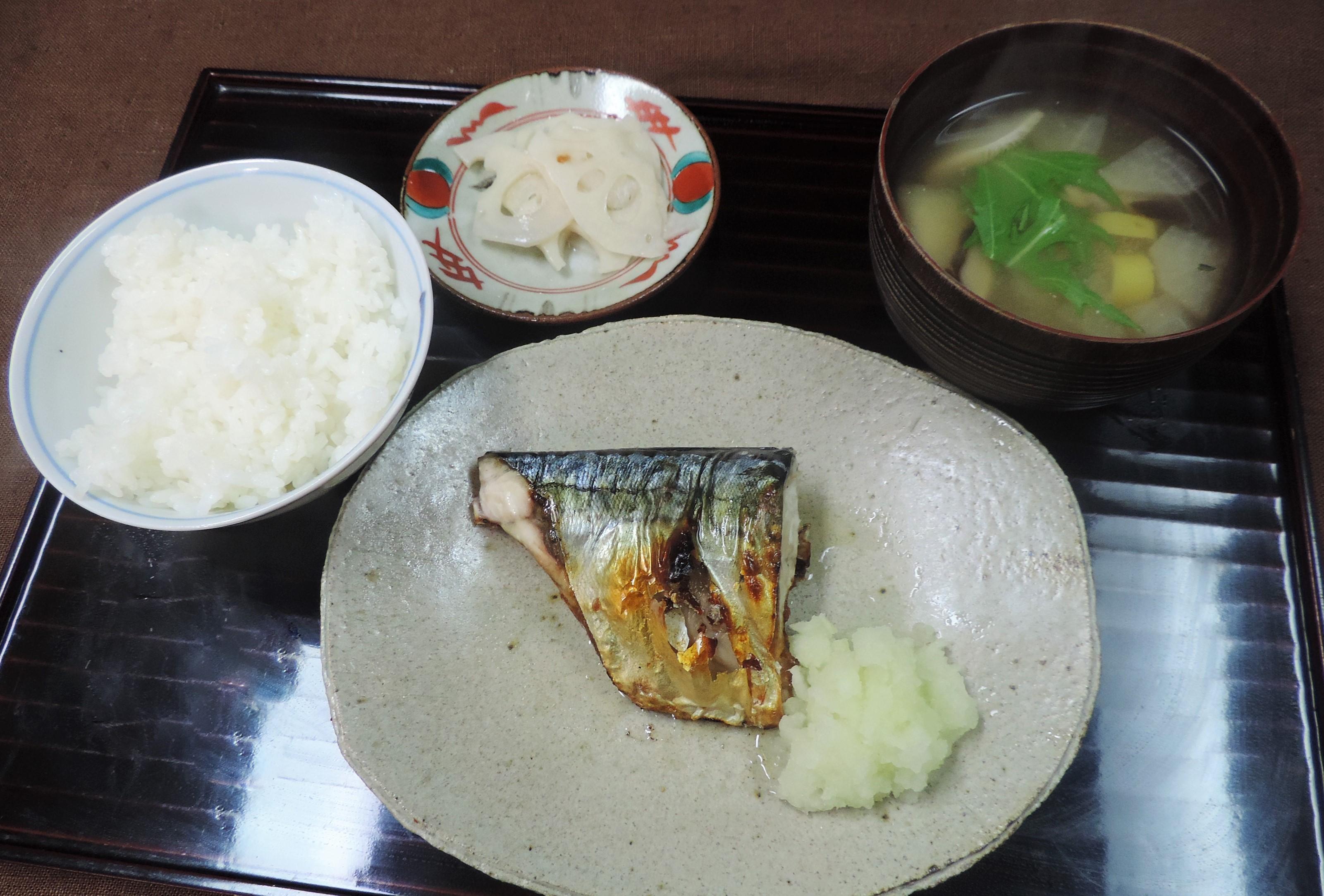 鯖の塩焼きの和風朝食