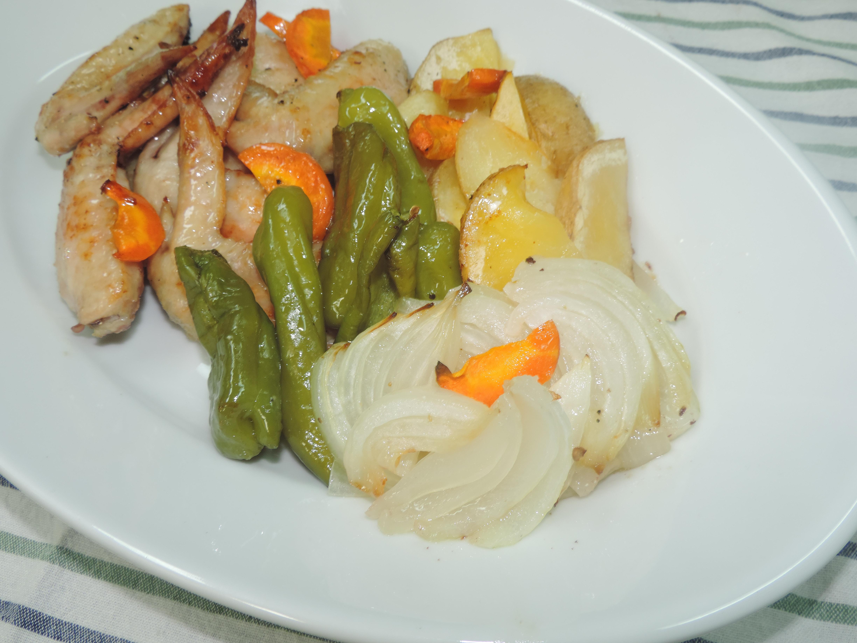 【レシピ付き♥】ラクラク豪華!鶏の手羽先と野菜のオリーブオイル焼き!