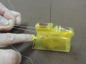 おすすめ糸通し器 クロバー製「デスクスレダー」使い方➂